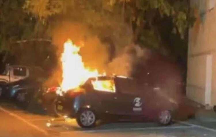塞浦路斯爆发大型示威 部分民众包围总统府